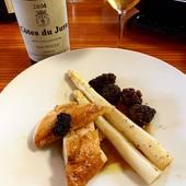 Poulet de Bresse + asperges blanches + morilles + Vin jaune = quatuor parfait pour un bonheur sans nuage ✨🥇🐓  Un vrai délice et super facile à reproduire à la maison ! 🤤  #asperge #morille #vinjaune @vins_du_jura #jura #volailledebresse #bresse #aop #terroir #savoirfaire #foodlovers #instagood #instafood @lafermeclarisse @lechambard_kb #jeanmacle #cotedujura